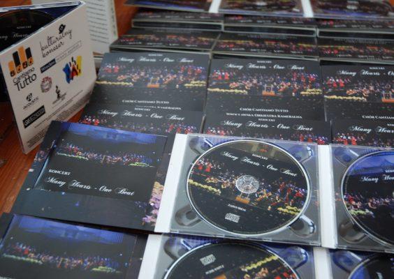 """Album """"Many Hearts – One Beat"""" już dostępny!"""