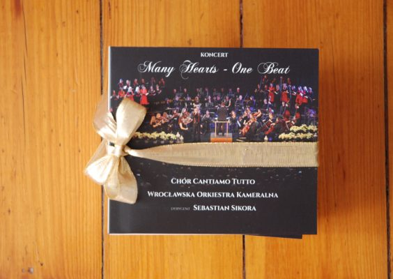 "Album koncertowy ""Many Hearts – One Beat"""